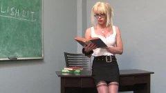 La professeur Joanna Jet encule Mark Frenchy un parent d'élève !