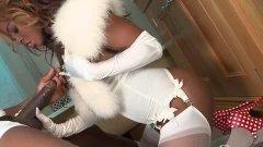 Jasmine Webb en tenue sexy pour l'anniversaire d'Omar Williams