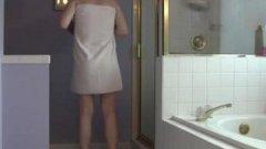 Ma femme nue sous la douche ! Vidéo voyeur !