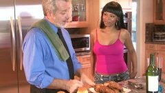 Porsha Carrera souffle la bougie du gâteau à papi ! Happy Ebony !