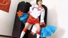 Une étudiante asiatique en tenue cosplay fait un porno censuré !
