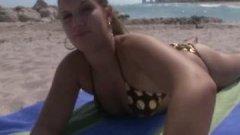 Après la plage, c'est l'heure du porno POV pour Nikki Stone