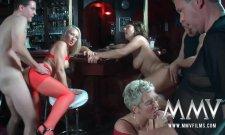 Une expérience partouze dans un bar libertin ! Amateur GroupSex !