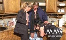 Petra Wegat donne un cours à ce vieux couple ! Mature threesome !