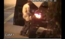 Une caméra de surveillance filme un couple en levrette dans la rue
