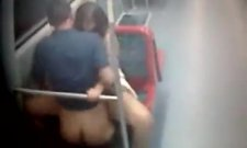 Un couple baise dans le métro ! Video Amateur !
