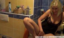 Une sauterie avec ma femme dans la salle de bain